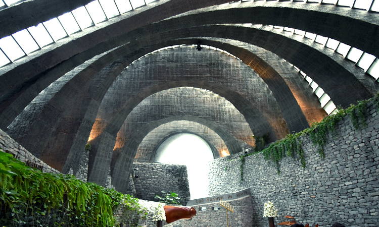 石の教会内部